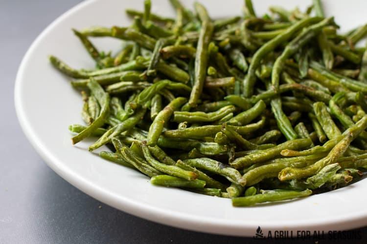 bowl of air fryer green beans