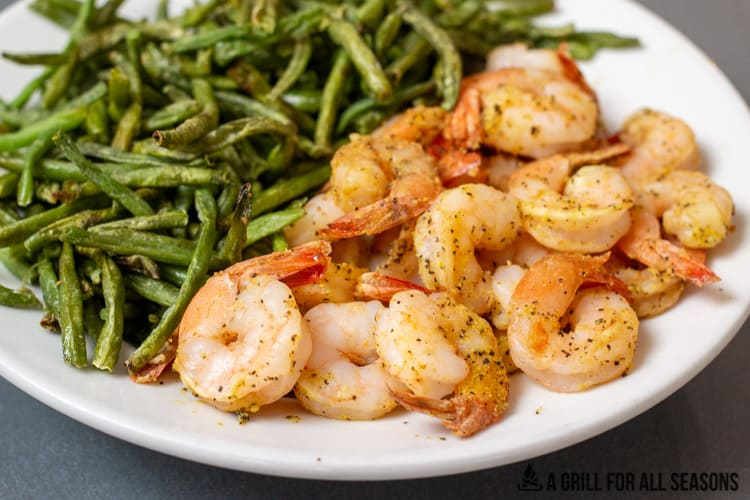 plate with air fryer frozen shrimp and green beans